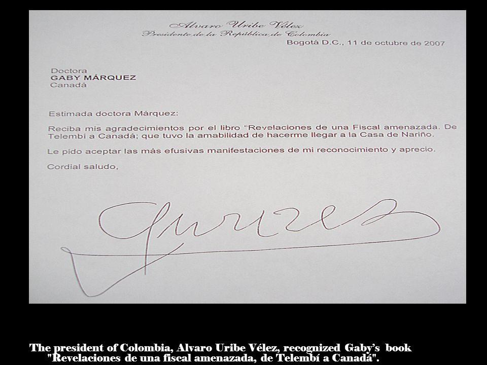 The nobel prize of literature, Gabriel García Marquéz browses through the book Revelaciones de una fiscal amenazada .