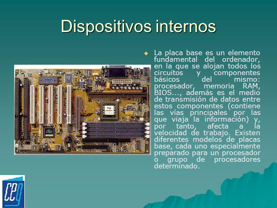 Dispositivos internos La placa base es un elemento fundamental del ordenador, en la que se alojan todos los circuitos y componentes básicos del mismo: