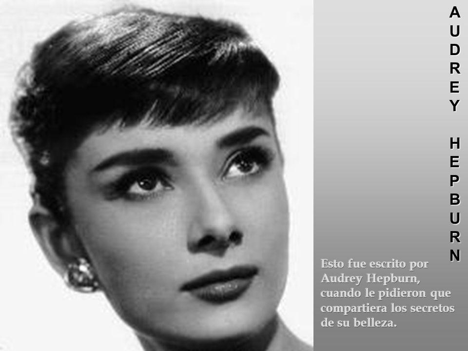 La belleza de una La belleza de una mujer crece con el mujer crece con el pasar de los años.