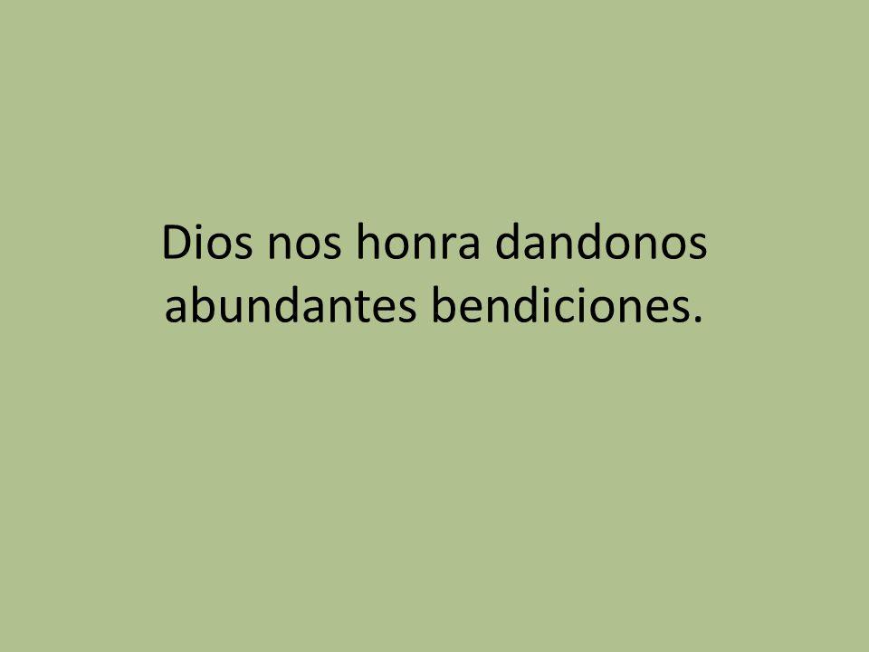 Dios nos honra dandonos abundantes bendiciones.