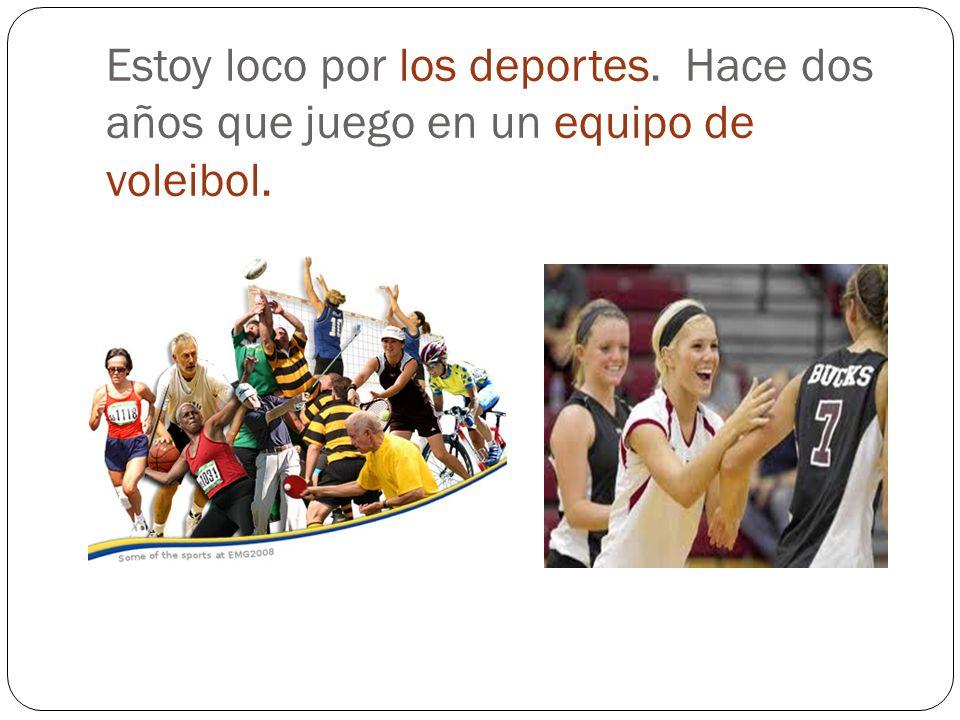 Estoy loco por los deportes. Hace dos años que juego en un equipo de voleibol.