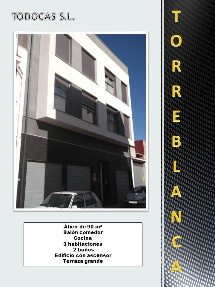 Ático de 90 m² Salón comedor Cocina 3 habitaciones 2 baños Edificio con ascensor Terraza grande