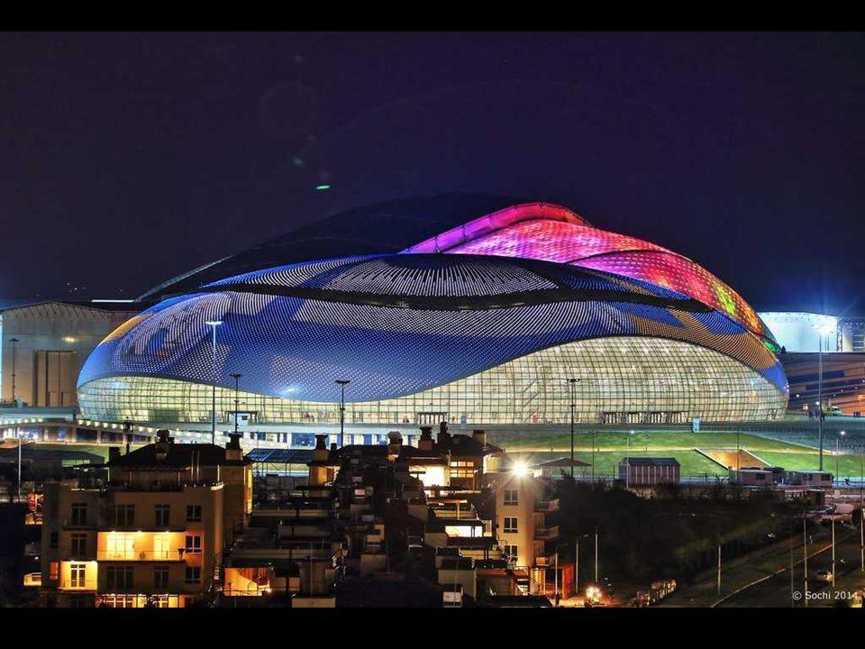 Wielki Pałac Lodu, Soczi 2014 Nazwa odzwierciedla rozmiar i rangę budynku. Pomieści on 12 tysięcy widzów. To tutaj odbywać się będą mecze hokeja na lo