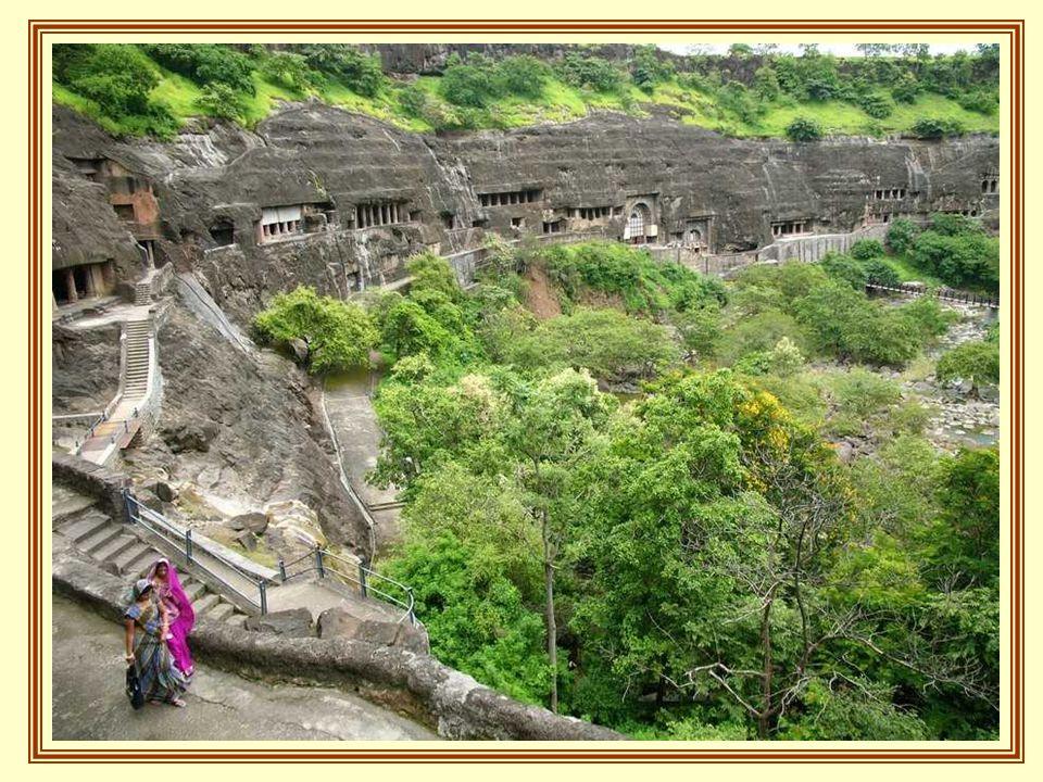 Son 32 las cuevas escavadas en la roca