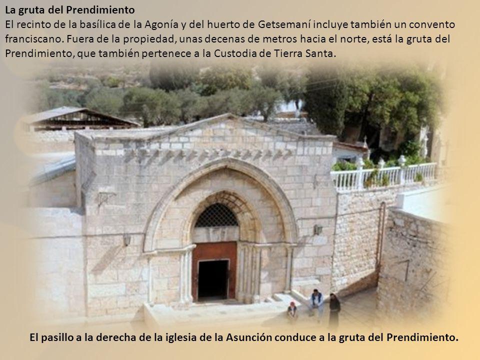 El pasillo a la derecha de la iglesia de la Asunción conduce a la gruta del Prendimiento. La gruta del Prendimiento El recinto de la basílica de la Ag