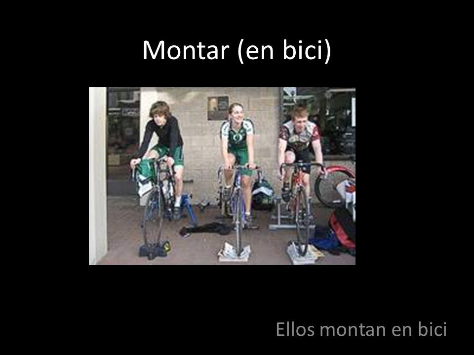 Montar (en bici) Ellos montan en bici