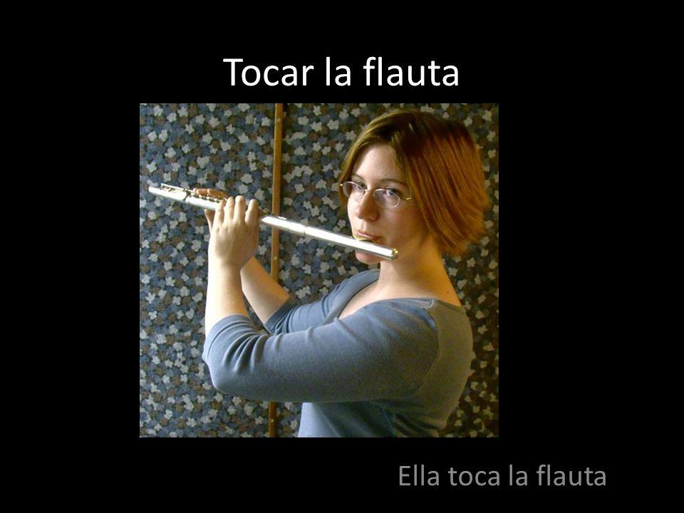 Tocar la flauta Ella toca la flauta