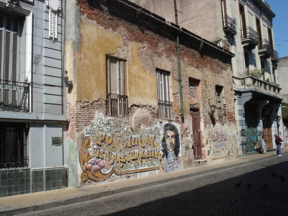 San Telmo es un barrio muy pintoresco y si no… Que lo digan sus paredes…