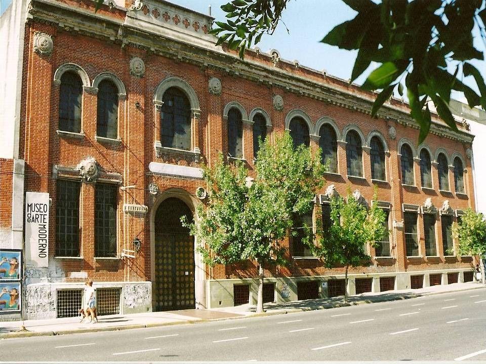 En Av.San Juan 350 veremos lo que Antiguamente, era un depósito de la fábrica de cigarrillos 43.