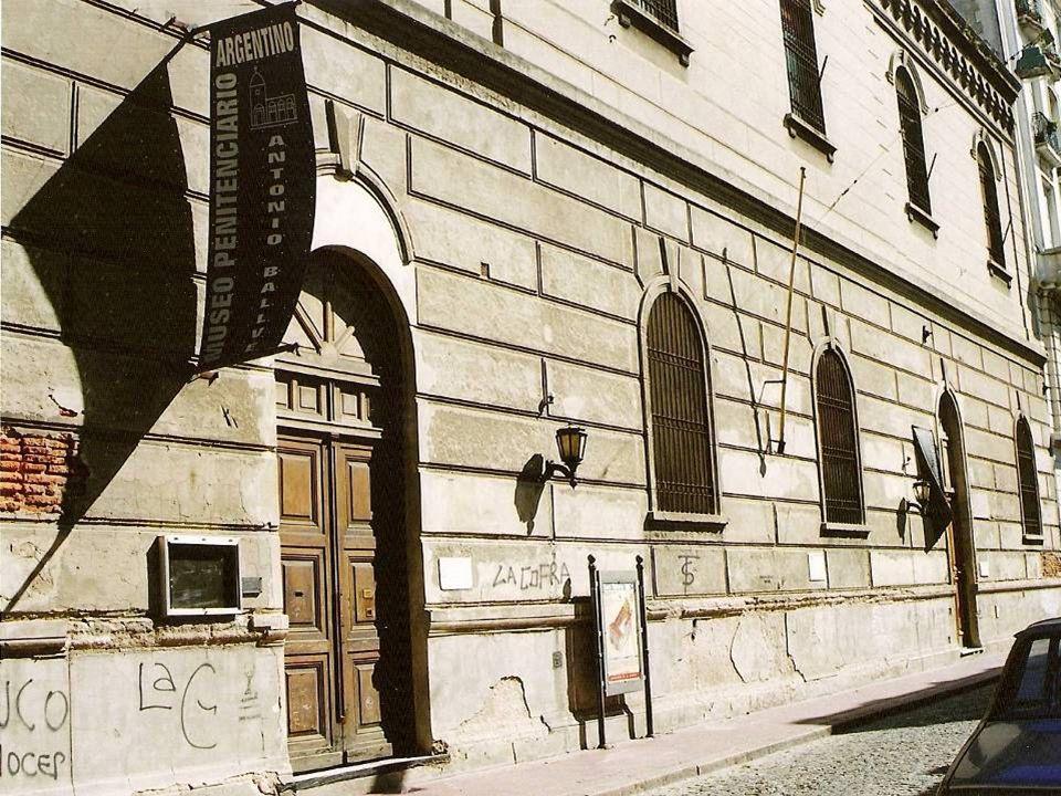 El edificio ubicado en Humberto 1º 378 es del año 1760.