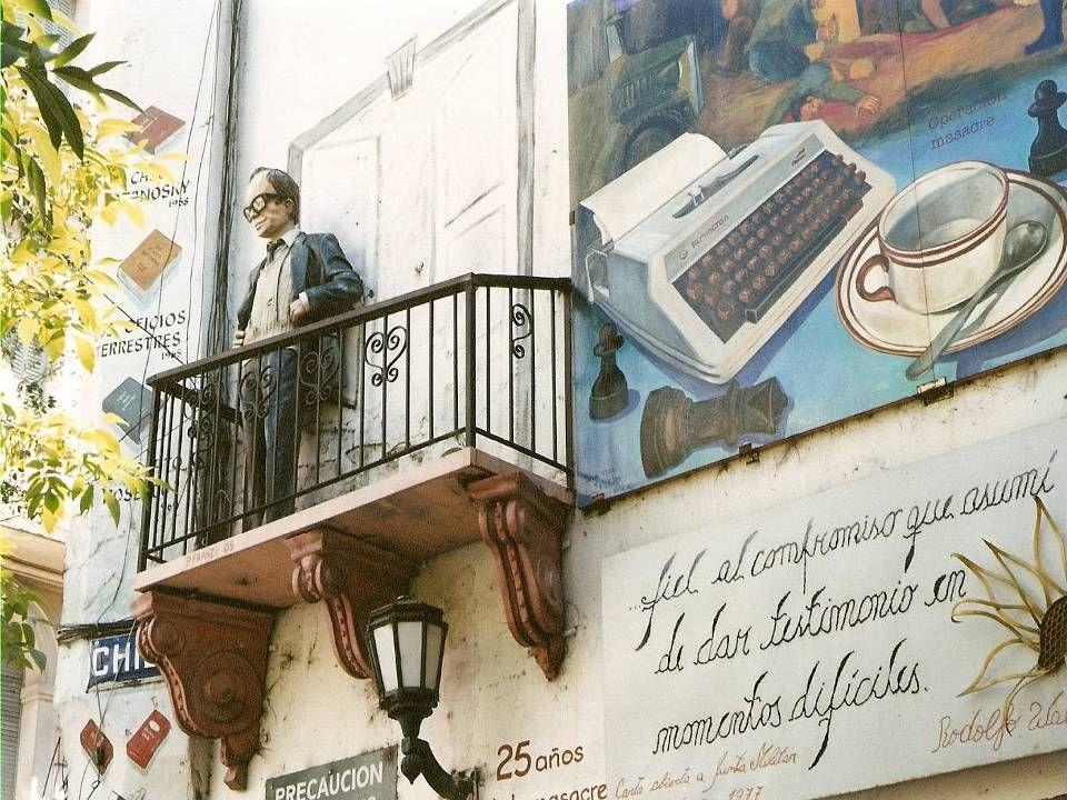 Homenaje a Rodolfo Wallsh en la plazoleta ubicada en las calles Chile y Perú
