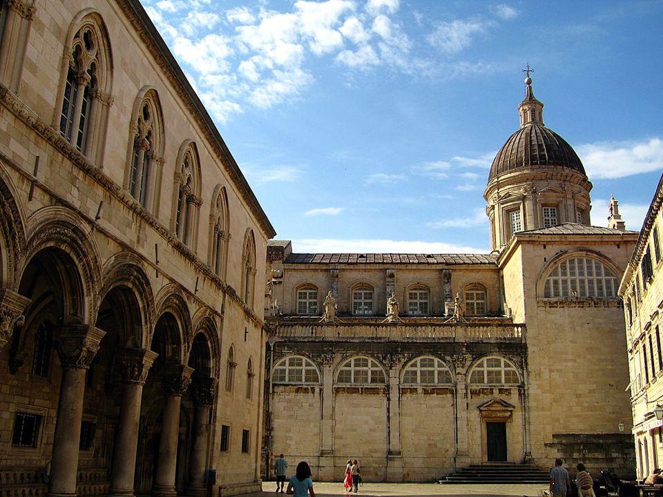 Patrimonio de la Humanidad 1979- 1994. La ciudad rival de Venecia, llamada La Perla del Adriático y la Atenas Eslava conserva numerosos palacetes y ed