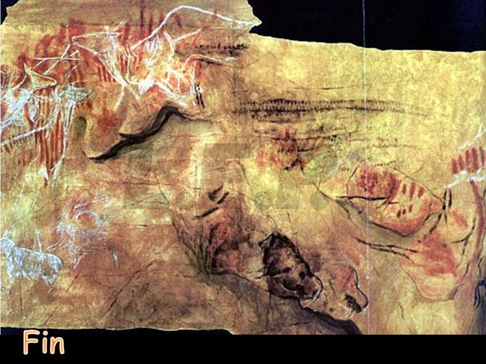La cueva posee diferentes dibujos de animales (bisontes, renos, cabras, etc.) y símbolos superando el centenar de figuras representadas lo que hace qu
