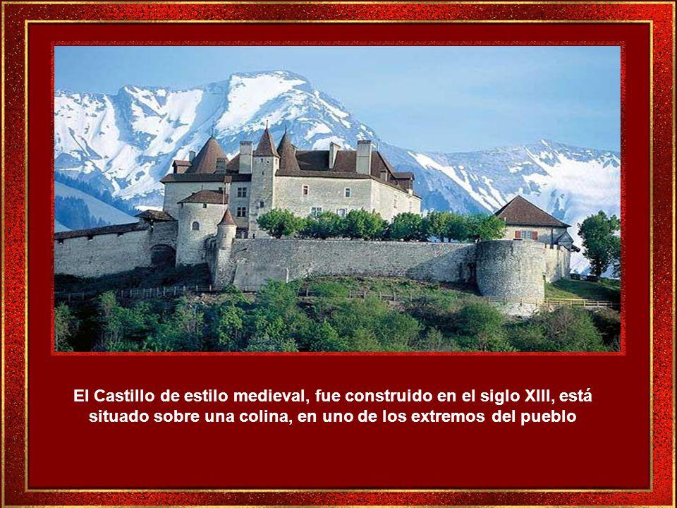 En el recorrido rumbo al castillo se pueden admirar las fachadas de antiguas casas muy bien cuidadas.