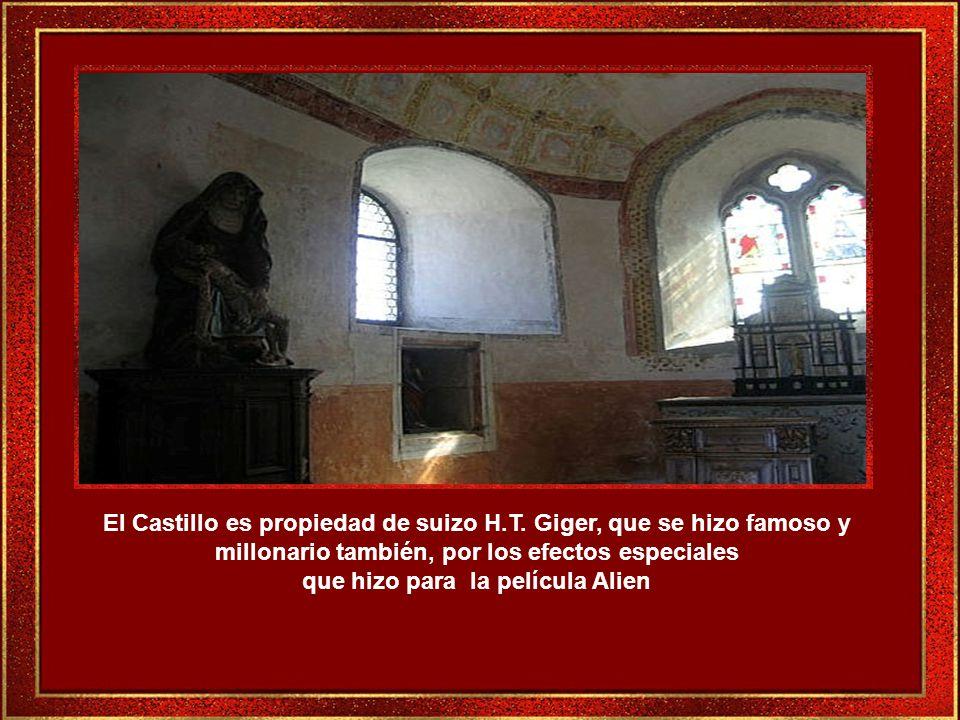 El mobiliario en muchas salas es de colección de los siglos XV a XIX