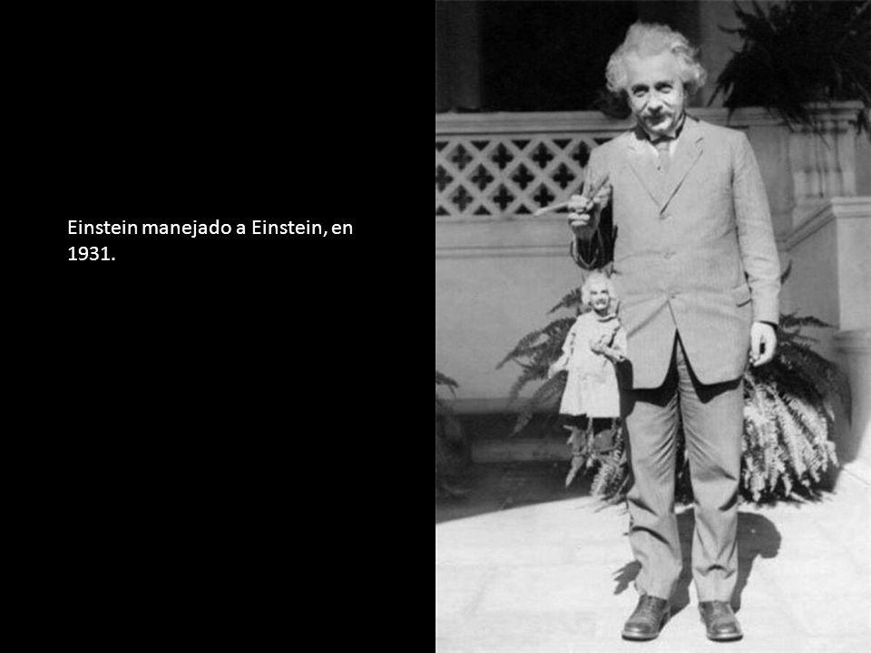 Einstein manejado a Einstein, en 1931.