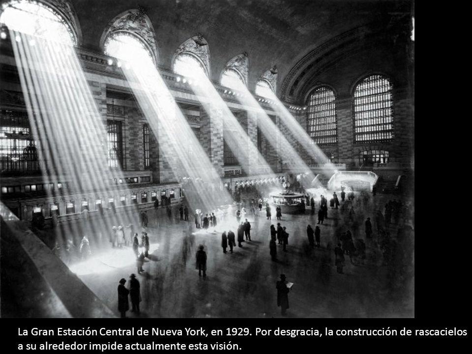 La Gran Estación Central de Nueva York, en 1929. Por desgracia, la construcción de rascacielos a su alrededor impide actualmente esta visión.