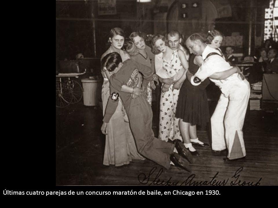 Últimas cuatro parejas de un concurso maratón de baile, en Chicago en 1930.