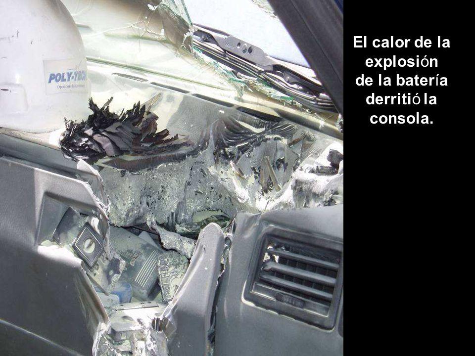 El calor de la explosión de la batería derritió la consola.