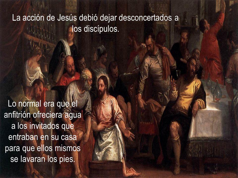 pero en vez de describir la institución de la eucaristía expresa el significado del acontecimiento por medio del episodio del lavatorio de los pies.