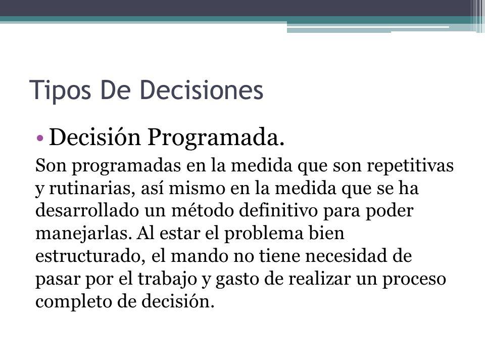 Tipos De Decisiones Decisión Programada. Son programadas en la medida que son repetitivas y rutinarias, así mismo en la medida que se ha desarrollado