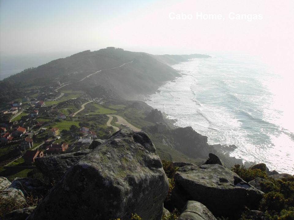 Playa de A Lanzada Situada en los concellos de Sanxenxo y O Grove, siendo una de las playas gallegas más emblemáticas y una de las mejores por la cali