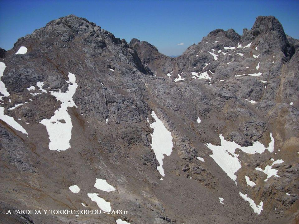 VISTA DESDE LA CUMBRE DEL NEVERON - 2.560 m REFUGIO DE URRIELLU