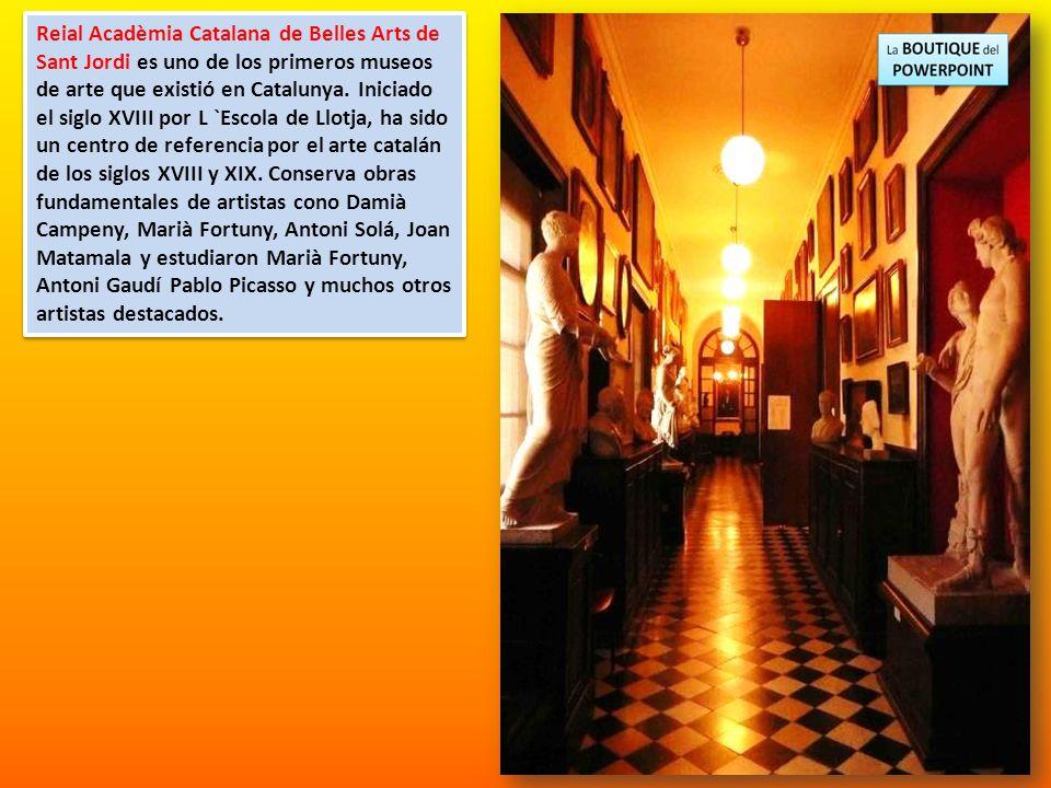 El conjunto exterior que cubre totalmente el salón gótico (Salón de Contrataciones), las salas neoclásicas de la Junta de Comercio y el patio, donde s