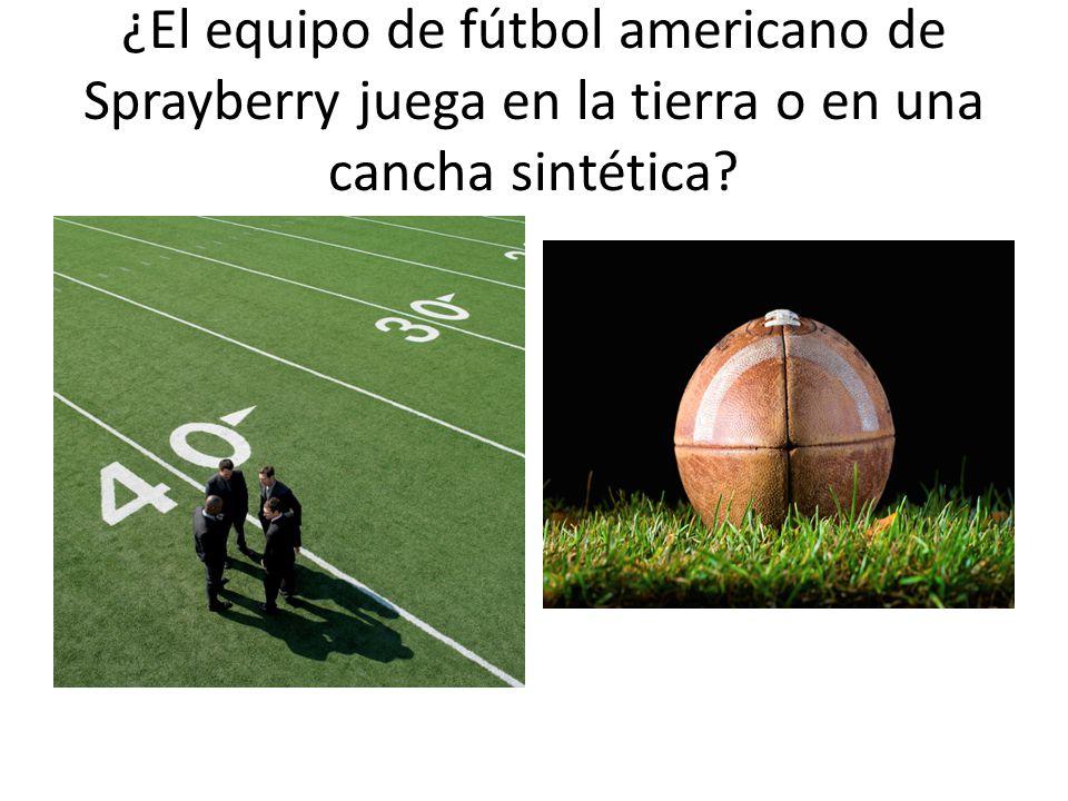 ¿El equipo de fútbol americano de Sprayberry juega en la tierra o en una cancha sintética?