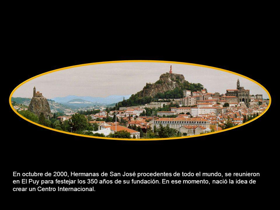 En octubre de 2000, Hermanas de San José procedentes de todo el mundo, se reunieron en El Puy para festejar los 350 años de su fundación.
