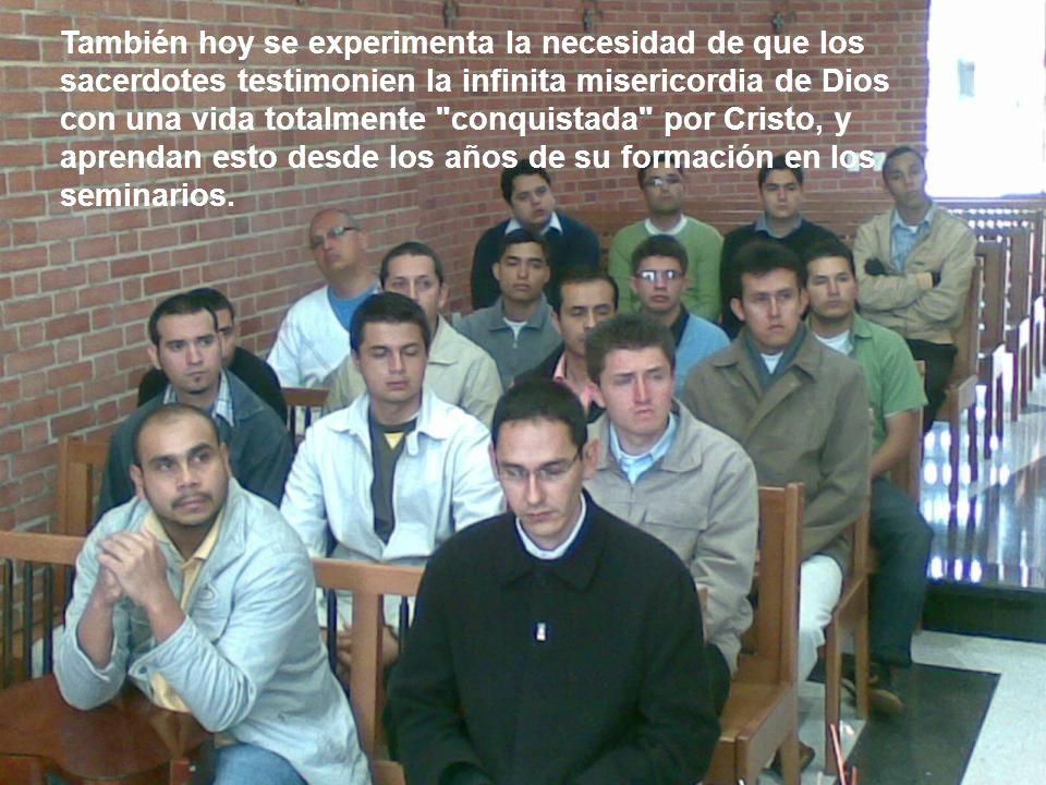 También hoy se experimenta la necesidad de que los sacerdotes testimonien la infinita misericordia de Dios con una vida totalmente