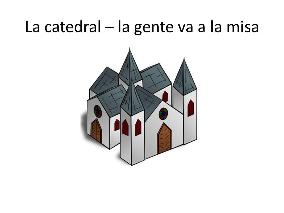 La catedral – la gente va a la misa