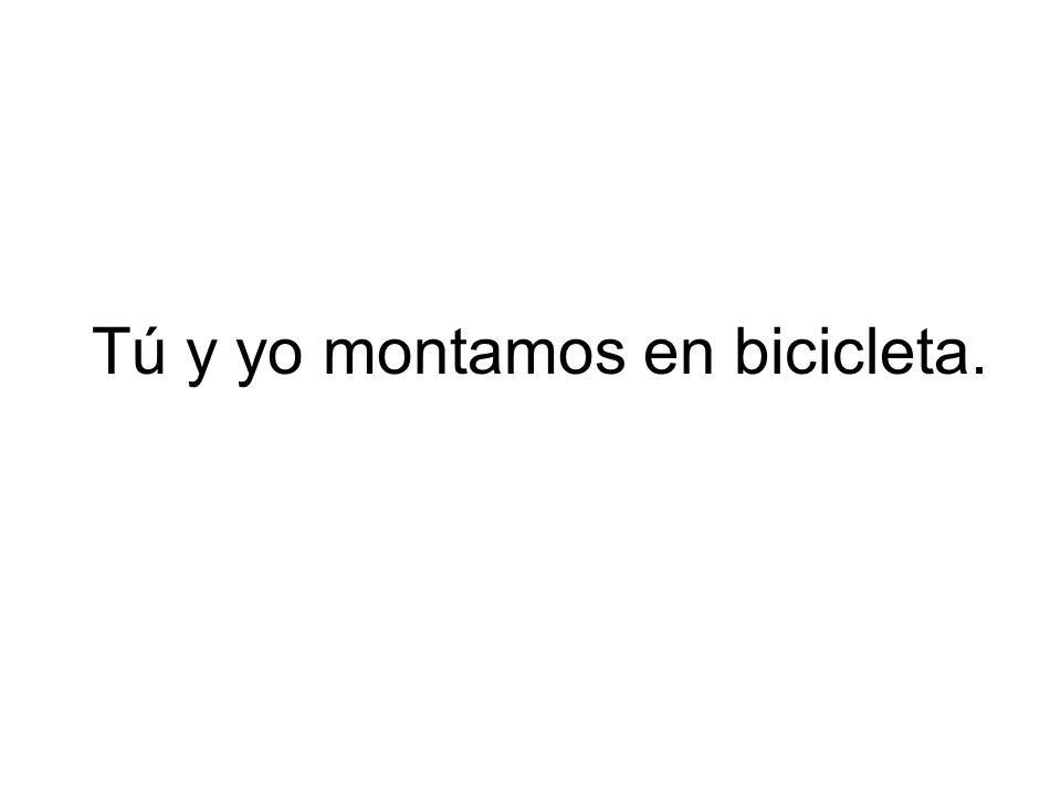 Tú y yo montamos en bicicleta.