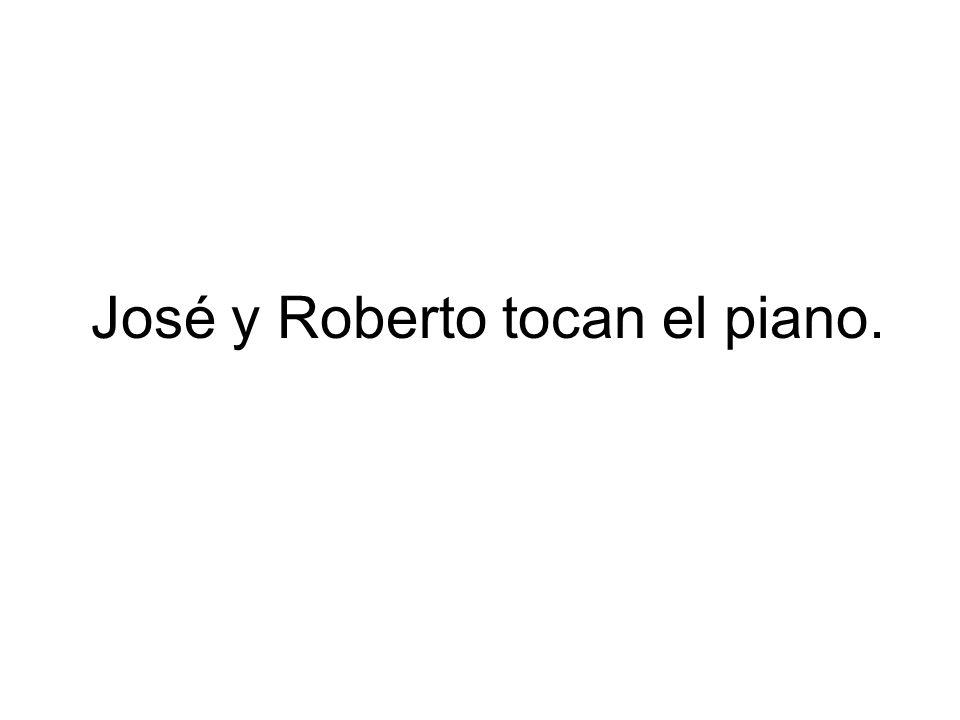 José y Roberto tocan el piano.