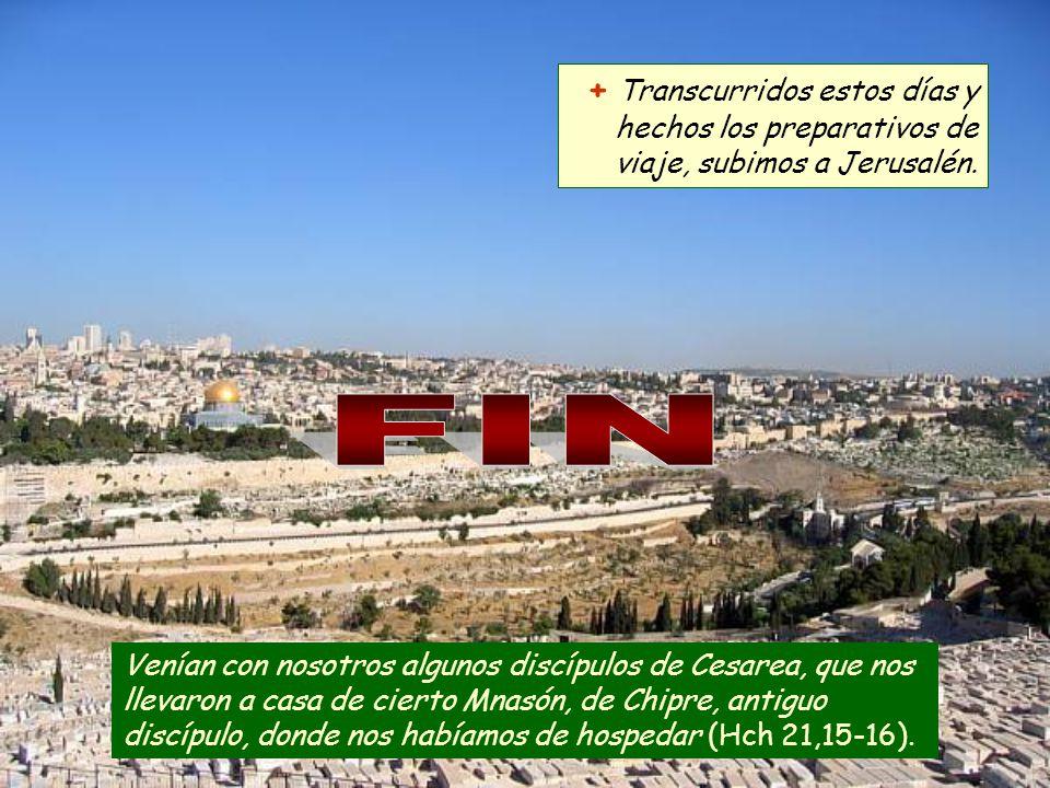 Al oír esto nosotros y los de aquel lugar le rogamos que no subiera a Jerusalén.