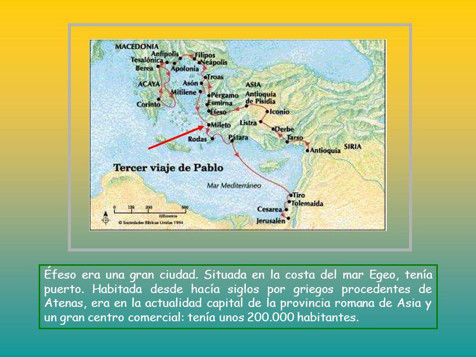 Éfeso era una gran ciudad.Situada en la costa del mar Egeo, tenía puerto.