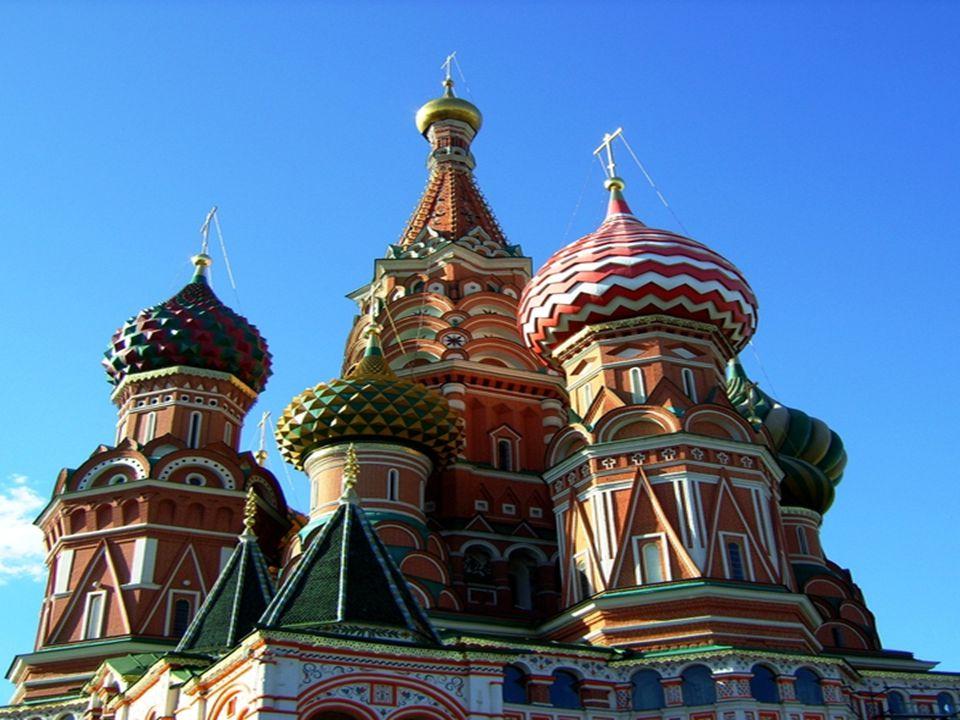 Catedral de San Basilio Es una catedral localizada en la Plaza Roja de la ciudad de Moscú, Rusia. Es conocida mundialmente por sus características cúp