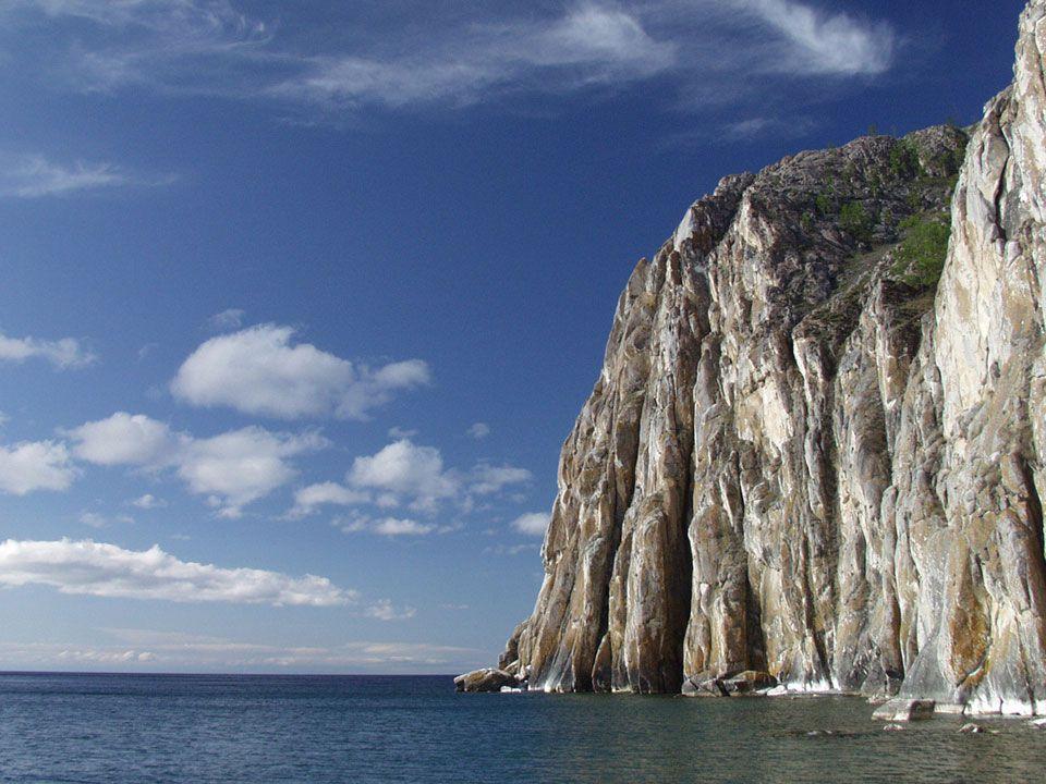 El lago Baikal Es un lago de origen tectónico, localizado en la región sur de Siberia, Su nombre deriva del tártaro «Bai-Kul», lago rico. También se l