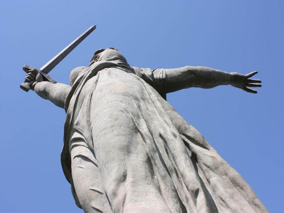 La Estatua de la Madre Patria Es una estatua monumental levantada sobre la colina Mamáyev Kurgán en Volgogrado, antigua Stalingrado, en conmemoración