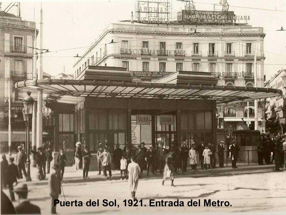 Construcción del Edificio Calpe, 1921. Antes de fusionarse en 1926 con Espasa. Situado en la parte alta de la calle Ríos Rosas, lugar ocupado hoy por