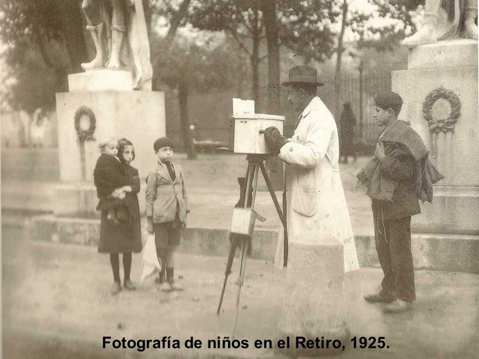 Talleres de la Editorial Calpe, 1923. Salas de impresión y encuadernación.