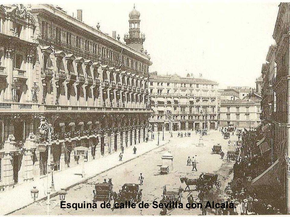 Calle de Alcalá Esquina a Sevilla, punto de reunión de toreros, majos, artistas y modistillas.