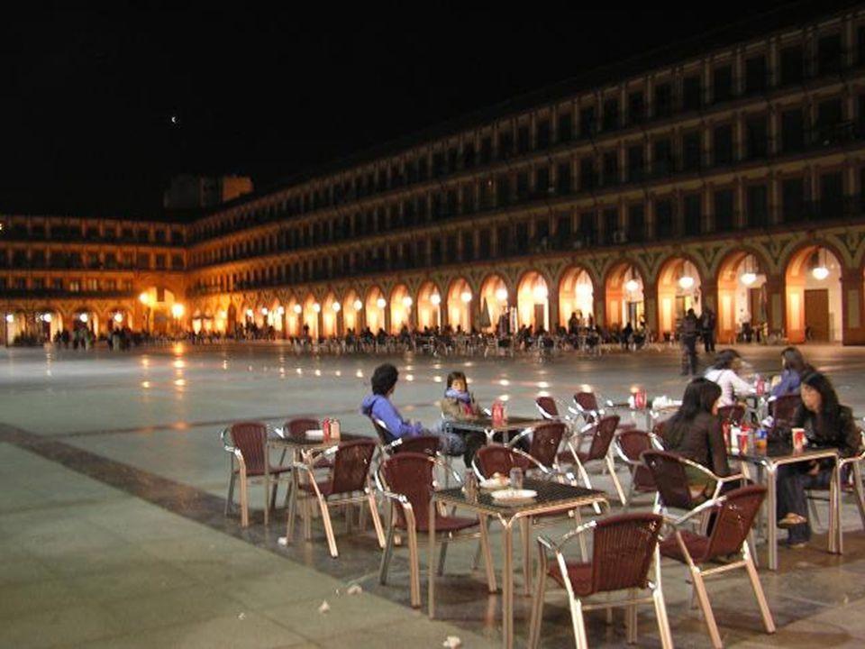 …a la Plaza de la Corredera…