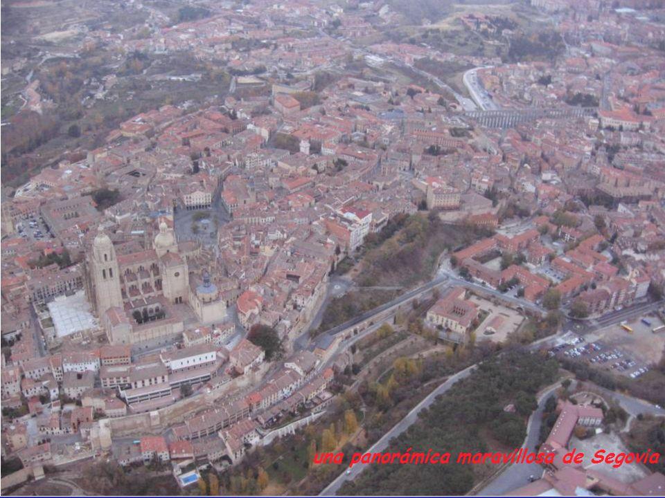 La Catedral y la plaza Mayor en primer plano