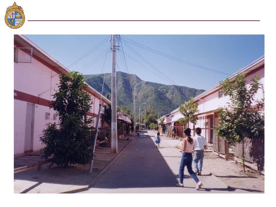n Personas de escasos recursos de la capital n Habitantes de vivienda social en Puente Alto (al sur) y Lo Barnechea (al oriente), en particular en barrios de extrema pobreza y con diversos problemas sociales.