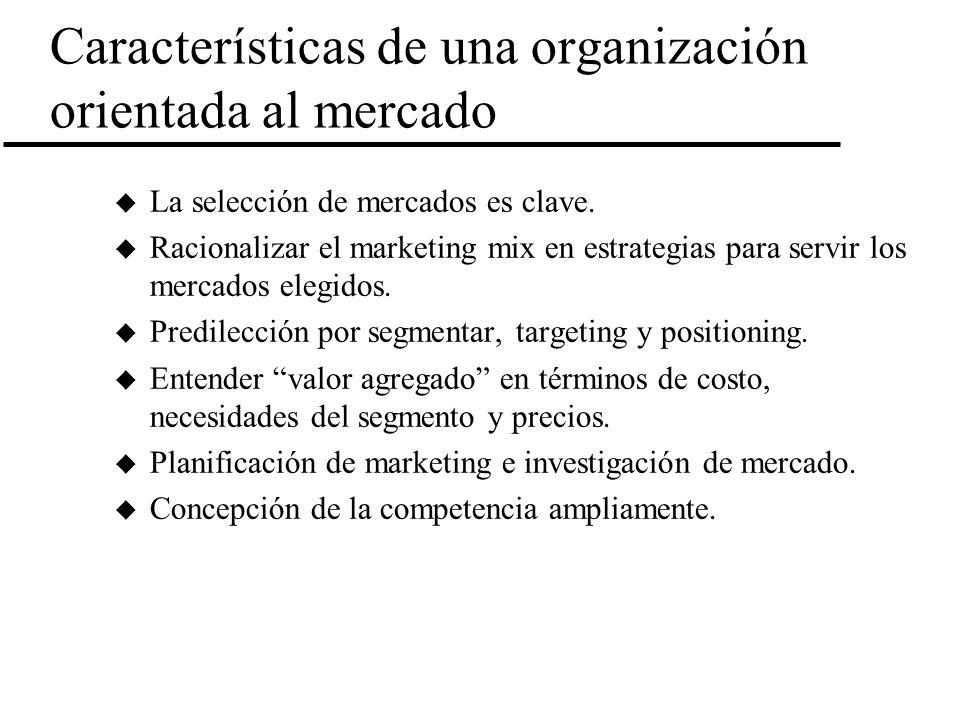Características de una organización orientada al mercado u La selección de mercados es clave. u Racionalizar el marketing mix en estrategias para serv