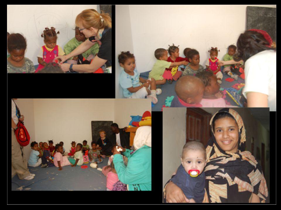 Estos son algunos de los huérfanos que en Mauritania, están a cargo de la ONG NAD, a la que intentamos ayudar desde Amigos x África para construir un orfanato con unas mínimas condiciones...