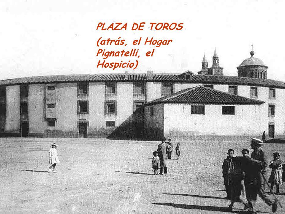 PLAZA DE TOROS (atrás, el Hogar Pignatelli, el Hospicio)