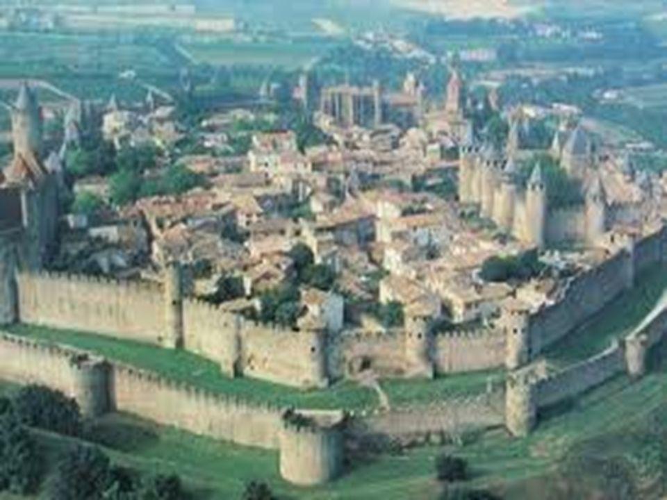 - LA CULTURA: - A partir del siglo x, al-Ándalus se convirtió en un gran centro de cultura.