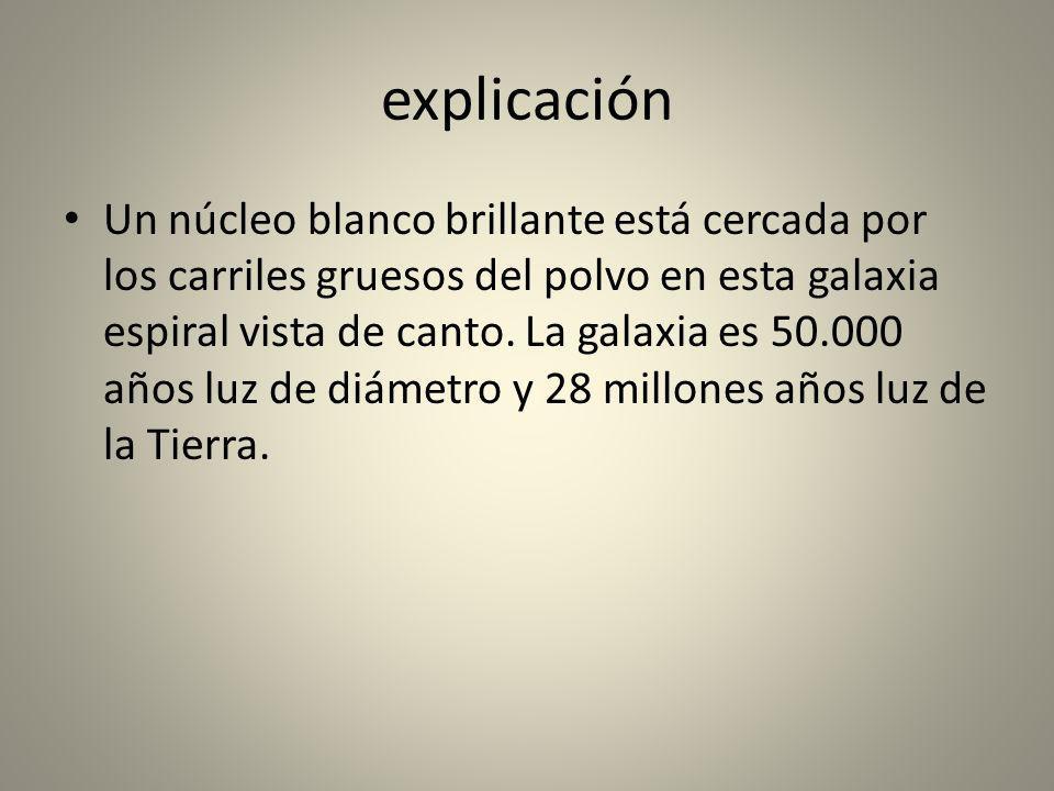 explicación Un núcleo blanco brillante está cercada por los carriles gruesos del polvo en esta galaxia espiral vista de canto. La galaxia es 50.000 añ